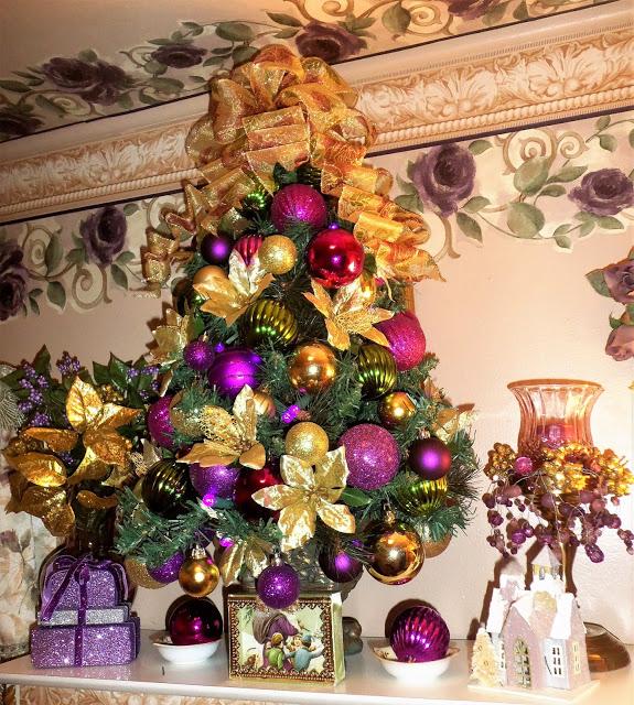 Christmas in the Upstairs Bathroom, Christmas Home Tour, 2016