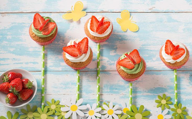 STRAWBERRY BUTTERFLY CUPCAKAES