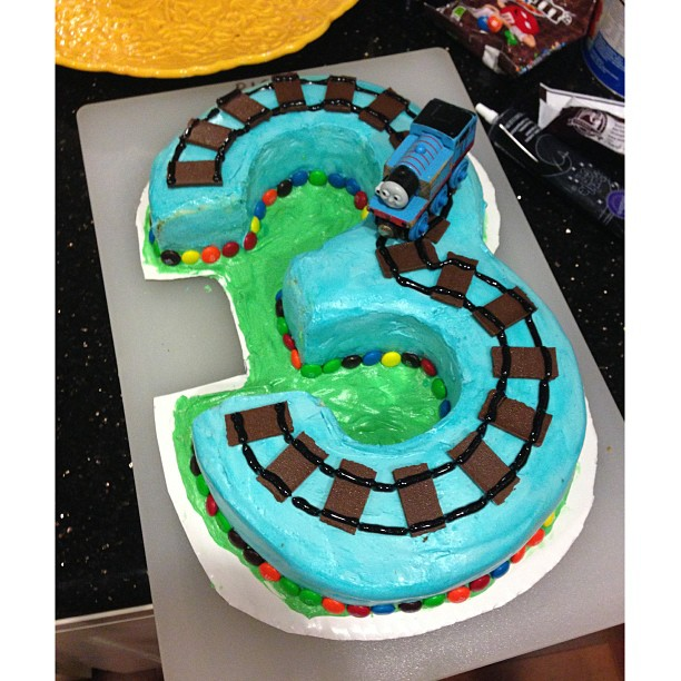 How To Make Train Tracks On Cake