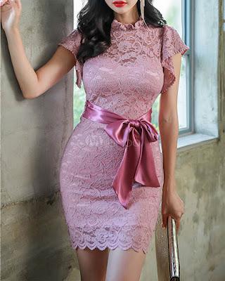 vestido rosa con encaje elegante corto con lazo