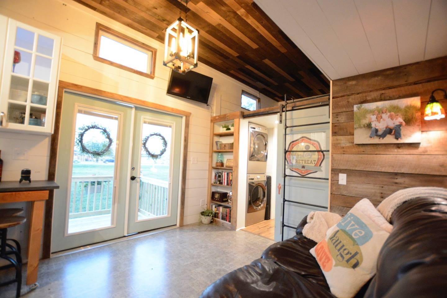 Tiny Home Designs: TINY HOUSE TOWN: Vintage Retreat From Hill Country Tiny Houses