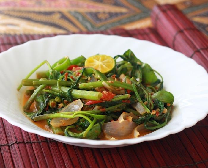 Stir-fried Sambal Kangkong recipe by SeasonWithSpice.com