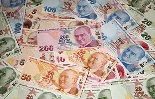 عامل نظافة تركي يعثر على مبلغ مالي في القمامة