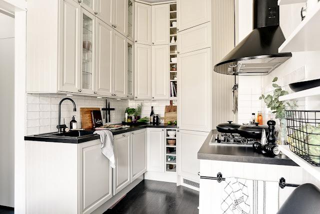 Bucătărie pe colț într-un apartament de 42 m²