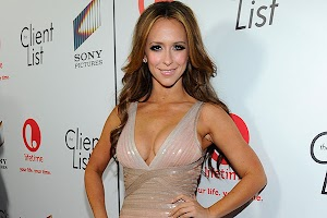 Jennifer Love Hewitt waiting for the firstborn
