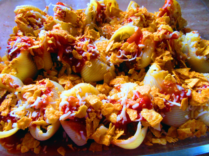 Taco stuffed lumaconi by Laka kuharica: Sprinkle with crumbled tortilla chips.