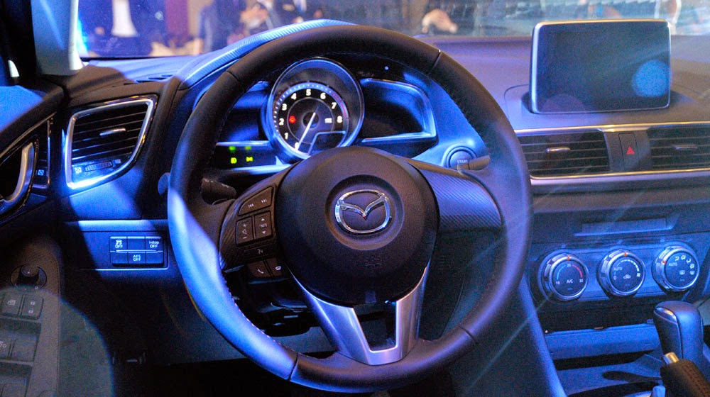mazda%2B3%2B2015%2B %2Btoyota%2Btan%2Bcang%2B %2B8 -  - Toyota Corolla Altis 2014 và Mazda 3 2015: Chiếc xe nào dành cho bạn?