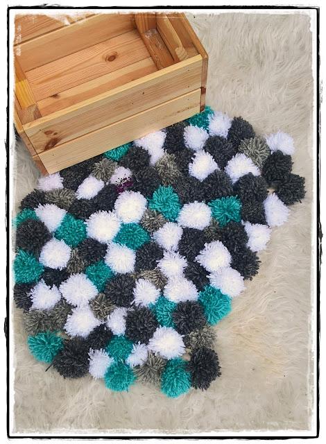 Pomponikowy dywanik