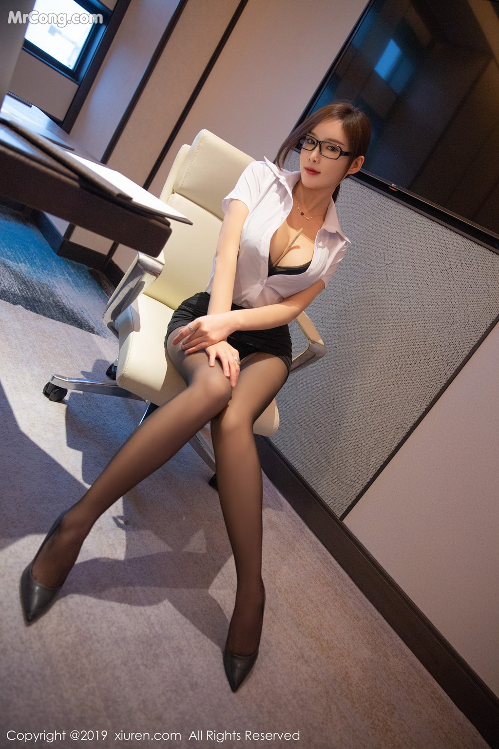 Image XIUREN-No.1301-Tu-Fei-Yuan-Ai-Cuo-Qiong-MrCong.com-010 in post XIUREN No.1301: Người mẫu 奶瓶土肥圆矮挫丑黑穷 (46 ảnh)