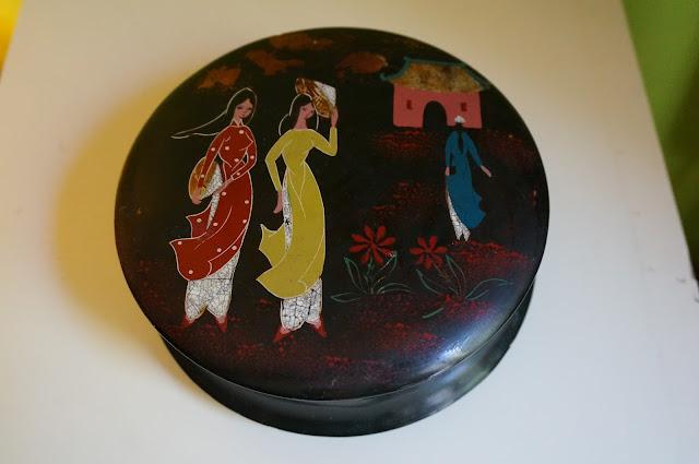 une boite ancienne en laque du Vietnam  vintage lacquer vietnamese jewellry box