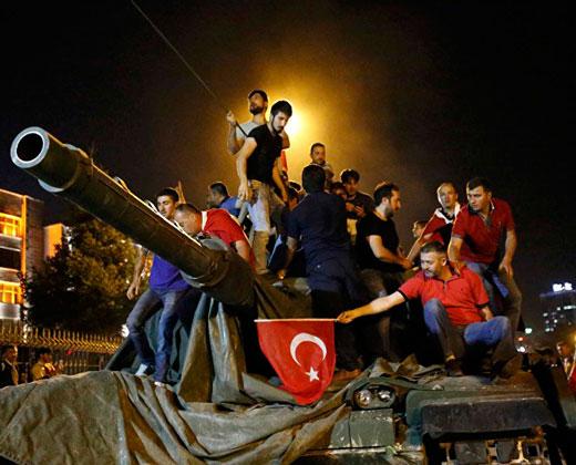 265 muertos, 1.440 heridos y 2.839 militares detenidos en el intento golpista en Turquía