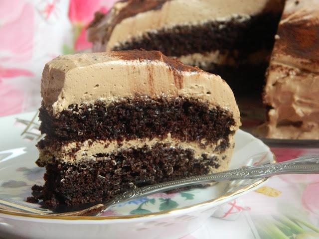 Tort cu blat de ciocolata si crema cu ciocolata, cafea si mascarpone