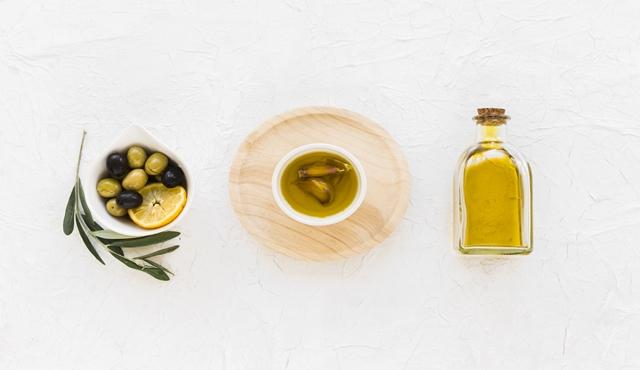 Kombinasi minyak zaitun, minyak jarak, dan kulit lemon