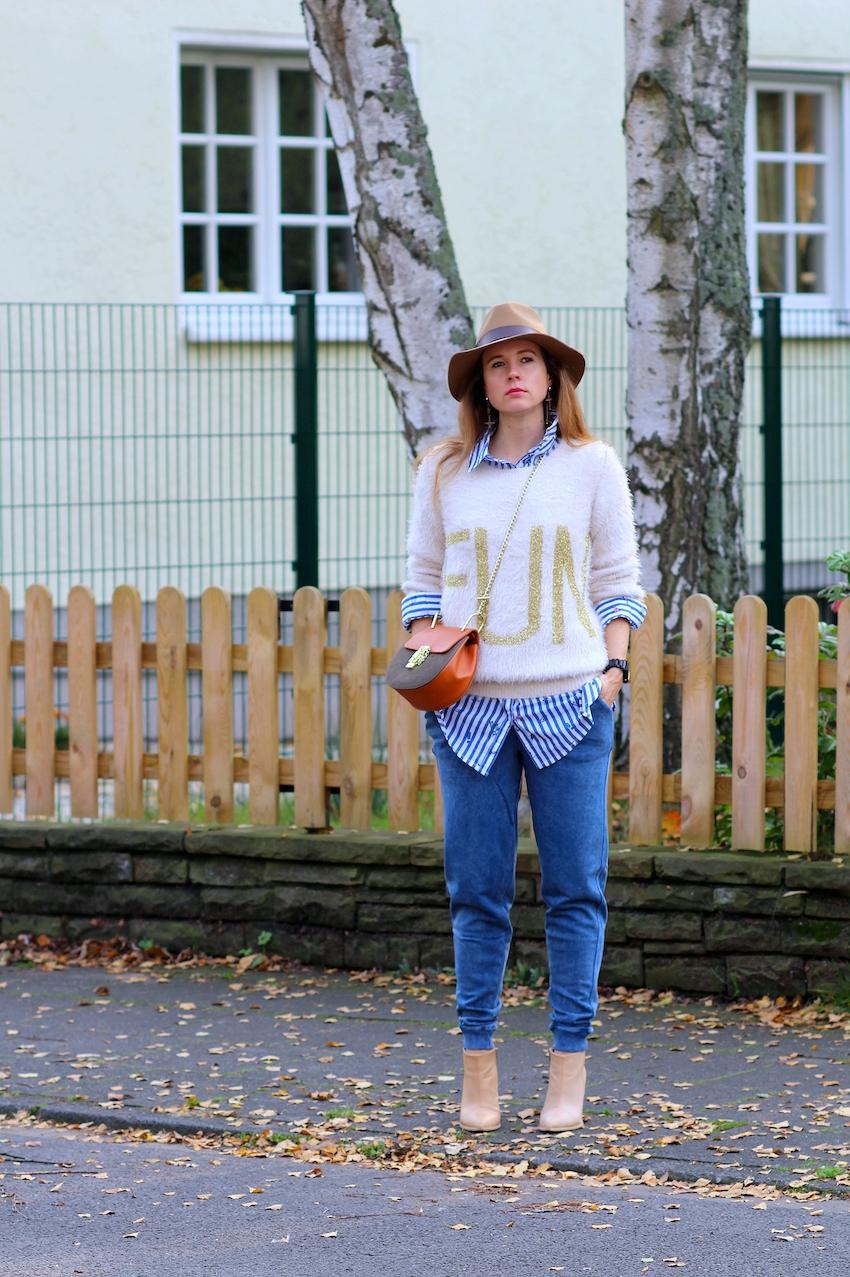 Herbst Outfit mit Laura Kent - Kuschelpullover in beige, gestreifte ... 940fee59b566