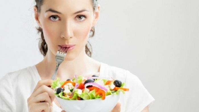 Cara Menurunkan Berat Badan Tanpa Olahraga - Mengunyah Makanan Pelan-pelan Agar Merasa Penuh