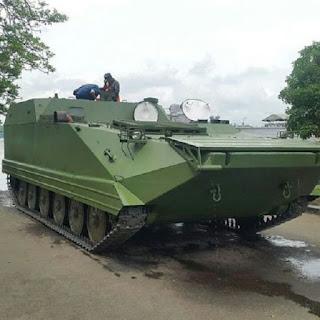 https://4.bp.blogspot.com/-Op4eF-7NU-g/WFHS13S2mGI/AAAAAAAAJ1E/pYdHRX5RJ4oY152dcy3lrg_bHWjW_29gQCLcB/s1600/Kerjasama-dengan-PT.-Wirajayadi-Bahari-Balitbang-Kemhan-RI-Kembangkan-Tank-APC-Amphibi-5.jpg