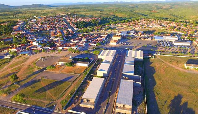 Prefeitura de Piranhas paga 13º salário e aquece economia local