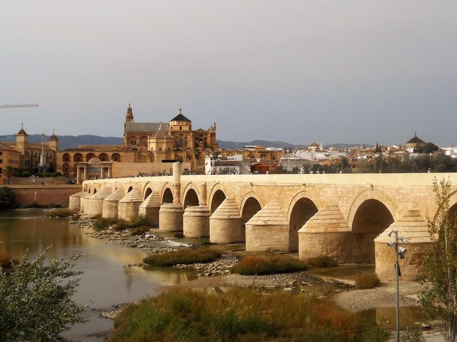 Puente Romano de Córdoba sobre el río Guadalquivir