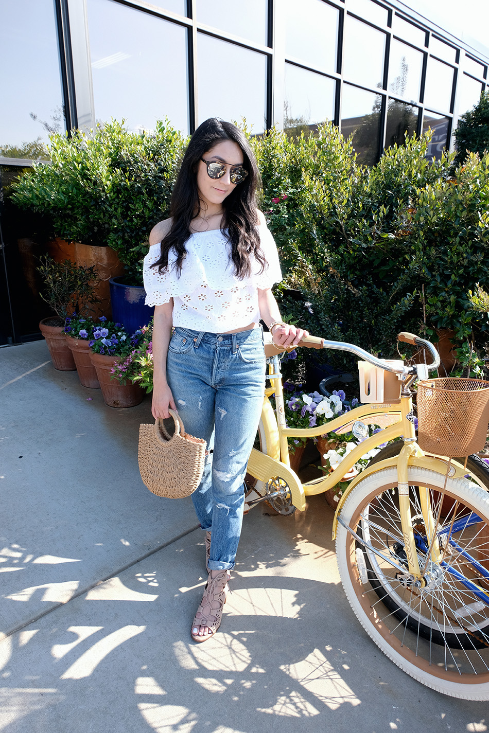 LEVIS 501 SKINNY | EASY SPRING OUTFITS | HOW TO STYLE STRAW BAG SUMMER SPRING