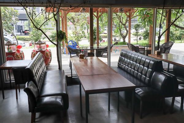 熱浪島南洋蔬食茶堂有多種馬來西亞素食料理,還有兒童遊戲區