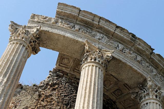 Detalhes do Templo de Vesta em Tivoli