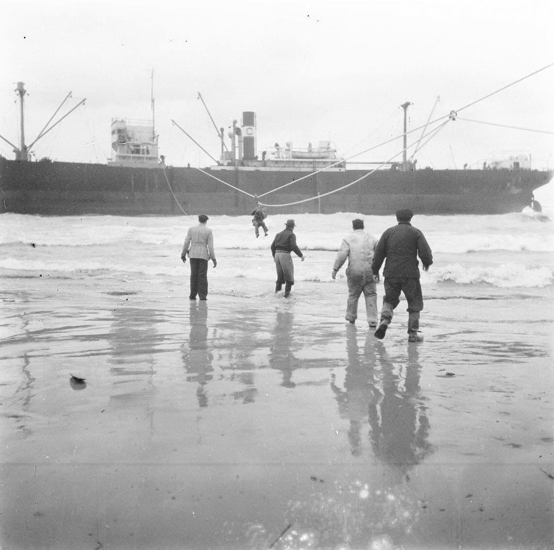 COLORIZING HISTORY: illegal immigration boat ״Parita