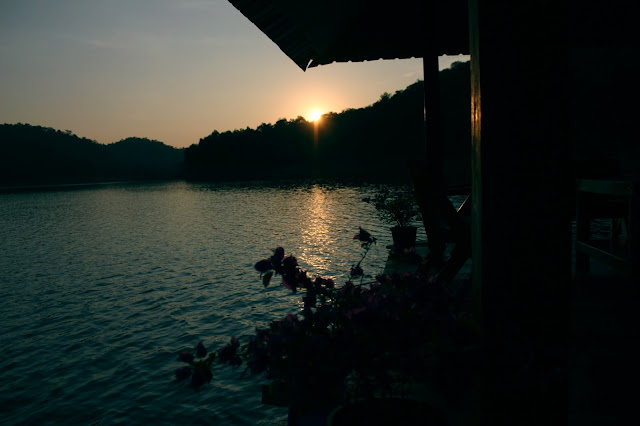 sunset, Mae Ngat dam, houseboats