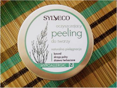 Oczyszczający peeling do twarzy Sylveco.