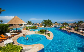 Wallpaper: Meeting in Cancun at Sunny and Pool