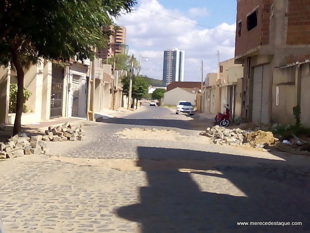 População reclama de grandes buracos em ruas de Santa Cruz do Capibaribe