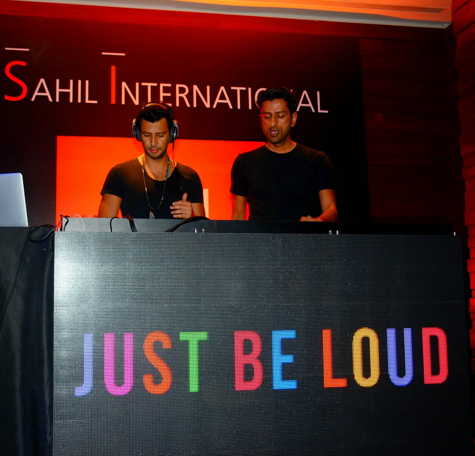 Dj's Third Eye Bhoj & Vishal Shetty at JBL Just Be Loud Party