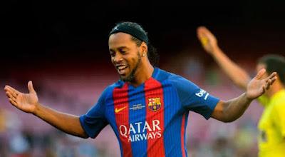 Ronaldinho prend sa retraite, Eto'o, Neymar... lui rendent hommage