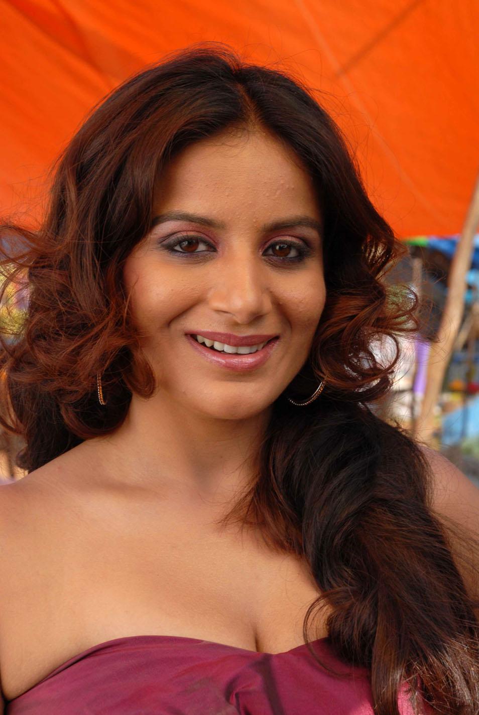 tamil actress HD wallpapers: Bhavana Hot Facebook Photos