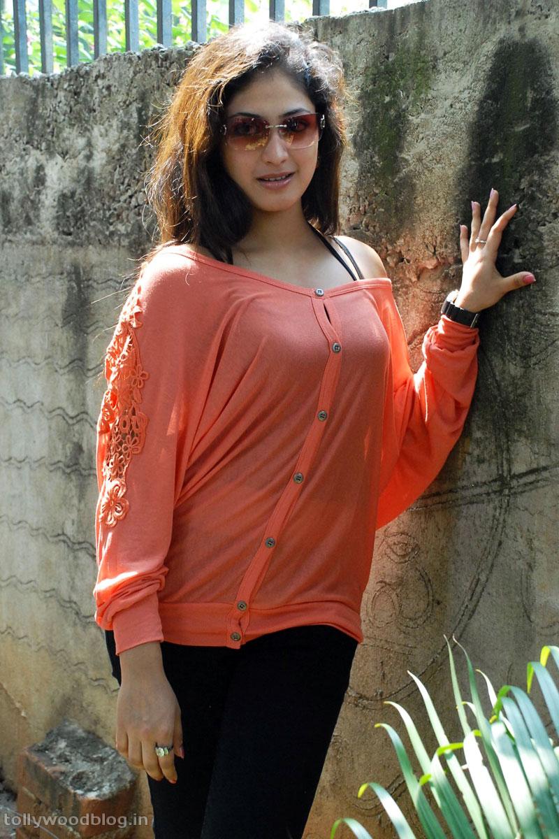 Hari Priya Latest Beautiful hot Photos Stills-HQ-Photo-8