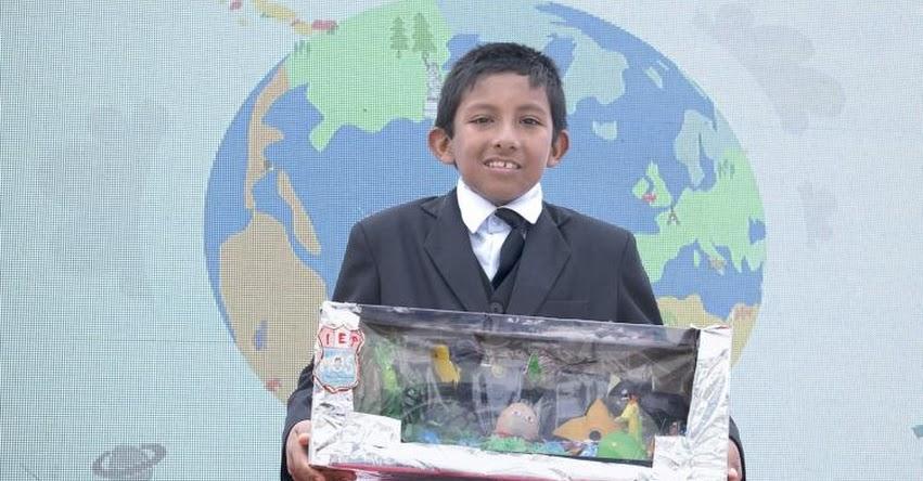 ELVIS CHUMPITAZ SARAVIA: Conoce al escolar que ganó concurso creando una pecera de plástico reciclado