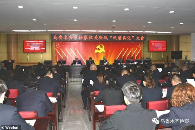 Kader Partai Komunis Bersumpah Memerangi Halalifikasi