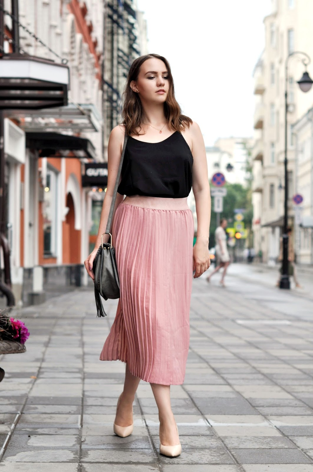 Fashion Blogger | Pleated Skirt Outfit