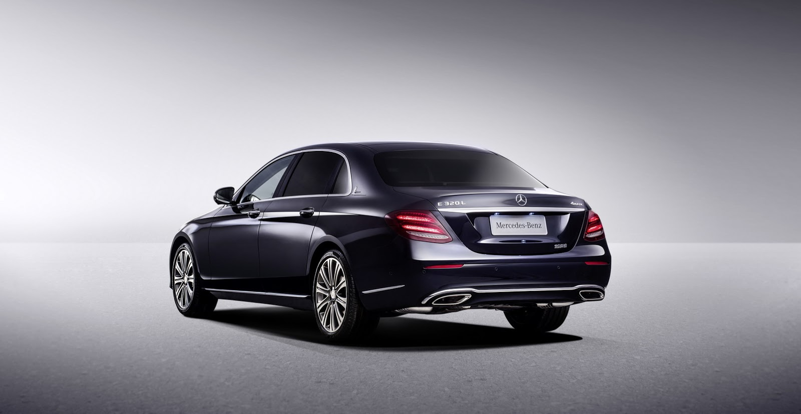 china 39 s new mercedes benz e class lwb looks like a mini maybach carscoops. Black Bedroom Furniture Sets. Home Design Ideas