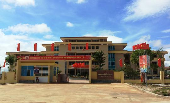 Trụ sở Chính quyền huyện Quảng Trạch