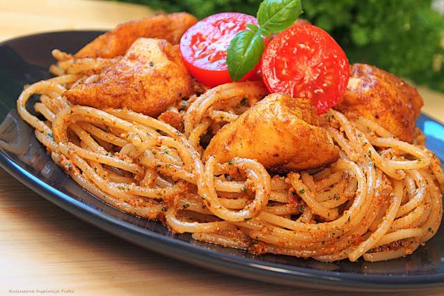 spaghetti z pesto i kurczakiem