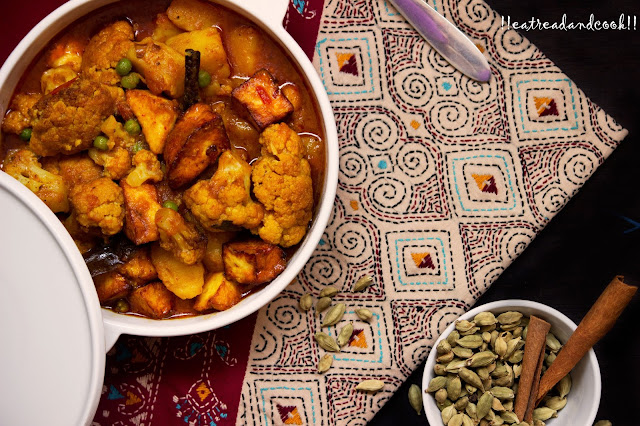 bengali recipe Paneer Fulkopir Torkari recipe / Cauliflower and Cottage Cheese Curry recipe