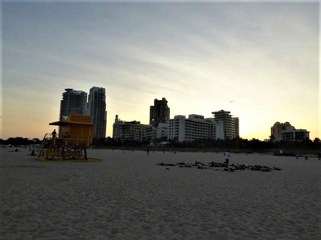 spiaggia di south miami beach al tramonto