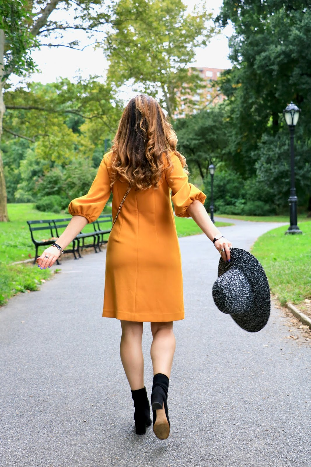 Nyc fashion blogger Kathleen Harper in Central Park