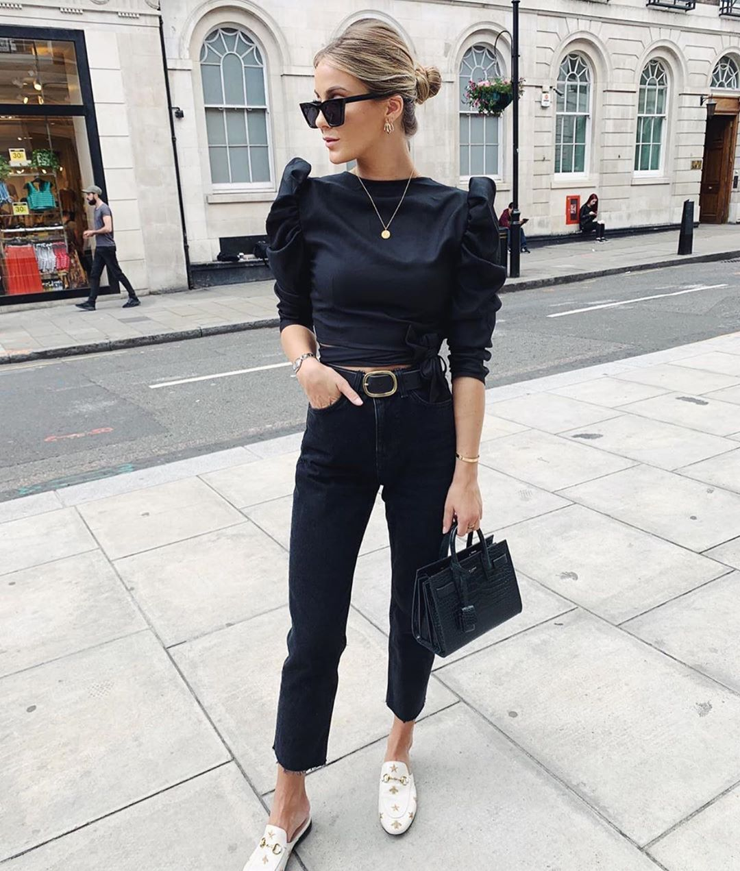 This Influencer Proves The Power of an All Black Outfit