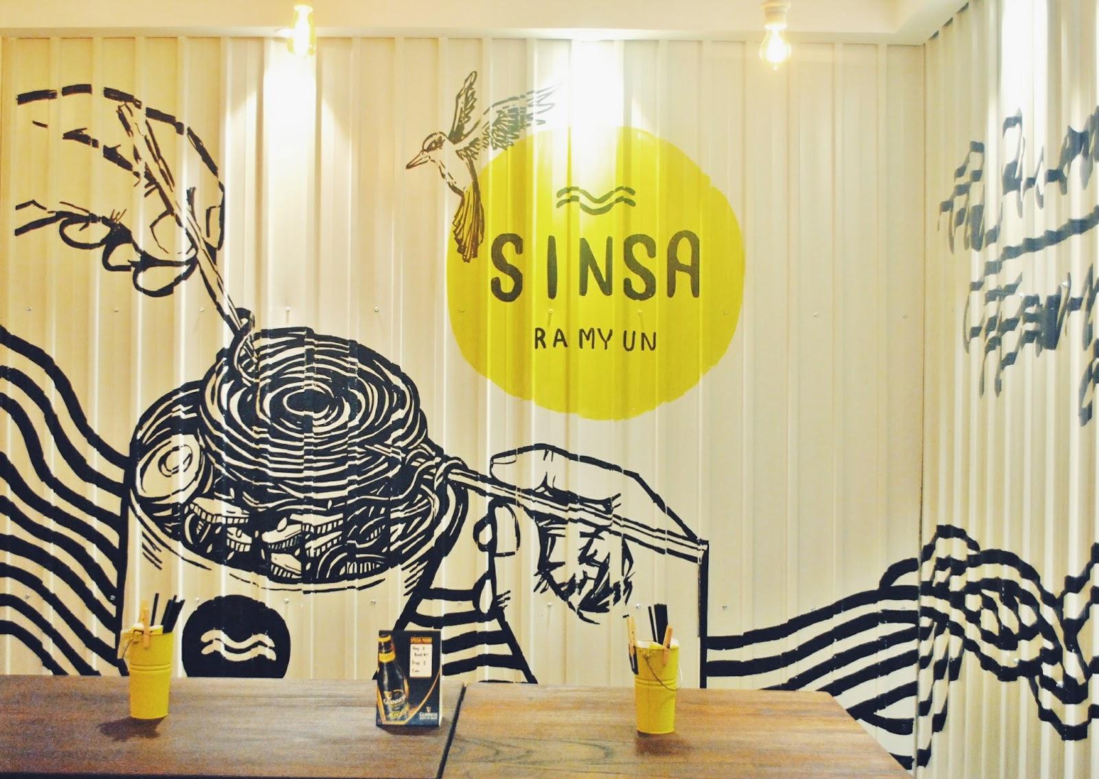 Sinsa Ramyun Kemang : Kuning-kuning Gemay - Interior