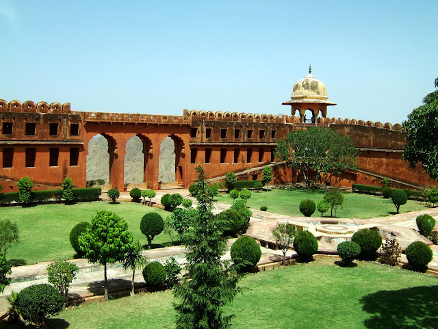 greenary look of jaigarh fort jaipur looks so beautiful