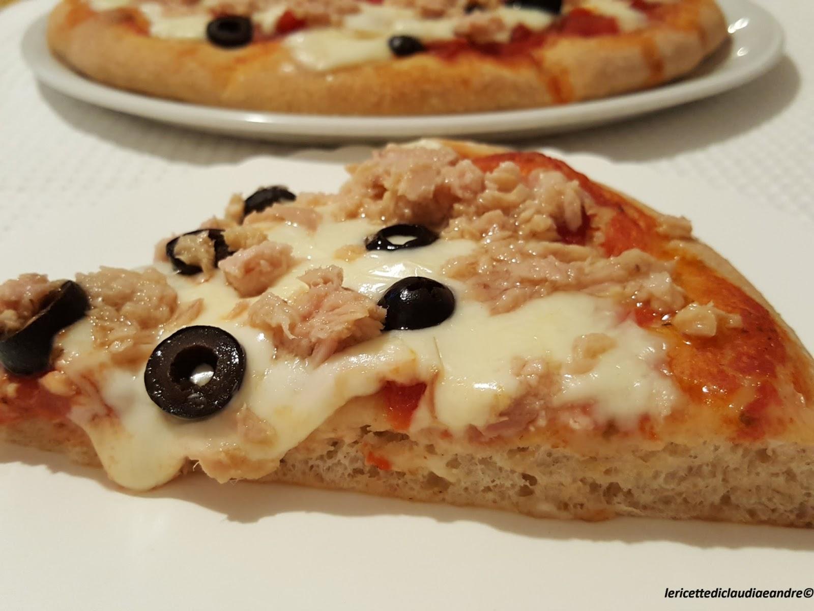 pizza semintegrale con tonno olive e mozzarella ricetta ed ingredienti dei foodblogger italiani. Black Bedroom Furniture Sets. Home Design Ideas