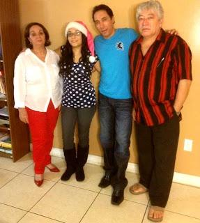 Antonio Morales, junto a su esposa Gisela, y sus dos lindos hijos.