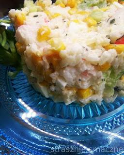 Sałatka z paluszków krabowych i ryżu jaśminowego