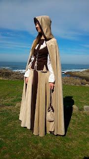 disfraz medieval diy con capa y capucha